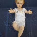 22 R - Bambinello tradizionale in vetroresina con occhi di cristallo vestito o disponibile solo con drappo