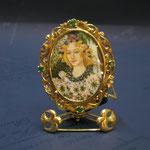 2o - Spilla-ciondolo Miniatura dipinta a mano su avorio lavorazione madrevitato in oro e smeraldi