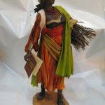 """13T - Donna con legna di """"ANGELA TRIPI"""" in terracotta e tessuto vero"""