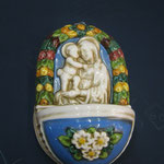 """29B - Acquasantiera in ceramica """"Luca della Robbia"""" Madonna con Bambino"""