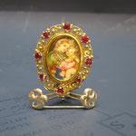 1o - Spilla-ciondolo Miniatura dipinta a mano su avorio lavorazione madrevitato in oro e rubini