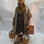 """14T - Uomo con secchi di """"ANGELA TRIPI"""" in terracotta e tessuto vero"""