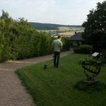 Bela im neuen Garten in Welliehausen