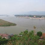 À droite le Laos, la Birmanie à gauche