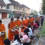 Aumônes des moines, Luang Prabang