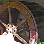 Restauriertes Wasserrad bei der Oberen Säge
