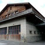 Lastwagenwerkstatt und Wohnhaus, wo früher die Säge stand