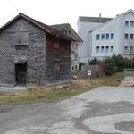 Standort auf Bauparzelle, bei Tiefgarageneinfahrt