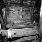 Blasebalg im Obergeschoss mit Jahrzahl 1688 (2.5.87)