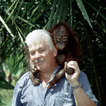Wir bekamen nur Zutritt, weil unser Führer dem Besitzer erzählte, dass ich von einem europäischen Zoo komme und Interesse hätte, den Orang-Utan zu kaufen.