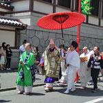 5月 大師降誕奉祝会 お大師様の誕生(宝亀5年(774)6月15日、現在の香川県善通寺市)を祝います。雨季を避け、1ヵ月早めて執りおこなわれます。