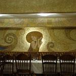 """Банкетный зал кафе """"Настроение"""". Декоративный светильник по мотивам работ Густава Климта."""