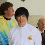 der stolzer Bräutigam und Pfarrer Christian Stromberger