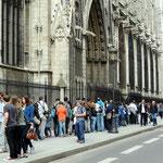 Warteschlange vor der Notre Dame