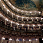 in der Oper...
