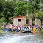 Ausschiffung beim Dorf