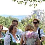 mit Blick auf die Burg Hochosterwitz
