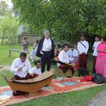 die Party beginnt mit Musik aus Burma