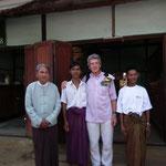 mit Dorfvorsteher und Schuldirektor
