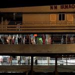 Bootsbesatzung schläft in Hengematten