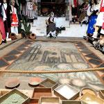 Sandmalerei zu Fronleichnam wie bei den Tibetern!