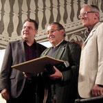 Reinhard Mayer erhält die Ehrennadel in Gold