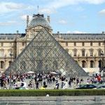 der Eingang zum Louvre