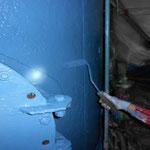 製紙工場のカラーブルーで中塗り