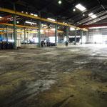 作業自動車などが集積する場所のオイル汚れ