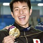 金メダルで喜びを表現