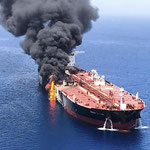 日本タンカーが襲撃で炎上