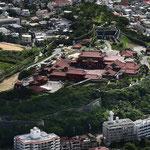 那覇港を見下ろす丘陵地に首里城