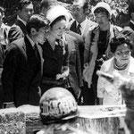皇太子殿下ご夫妻初めての沖縄慰霊の旅 1975年 火炎瓶を投げられる