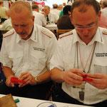 2011 Bastelstunde für die neuen Schulterstücke des Oberst