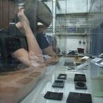 CFK (Kohlefaser verstärkter Kunststoff) mit dem Laser bearbeitet.