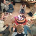 Gemütlich bei Keksen und Kerze