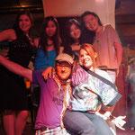 Party mit schönen Kasakinnen