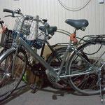 Mit diesen Fahrrädern ist ein japanisches Pärchen unterwegs nach Europa..kaum zu glauben, aber wahr!!