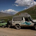 Gandalf kann helfen!! Wunderschöner Lada hat keine Kraft, um ans Festival auf 3500m zu kommen.