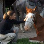 Nicky mit Noras Pferd