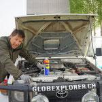 Roy kontrolliert den Motor