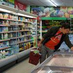 Roy am einkaufen