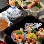 昼食は明日香村の食事処「ひもろぎ」で。茶粥懐石をいただきました。
