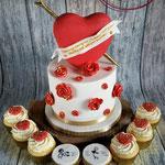 Valentijn taart met bijpassende cupcakes
