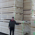 Verladefertiges Fensterholz in A-Flügelsortieung für den Schweizer Markt
