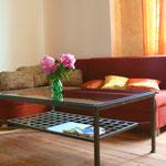 Tagsüber gemütliche Couch, nachts Schlafsofa, ca. 1,20 x 2,00 m