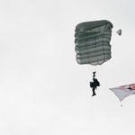 Landung der Fallschirmjäger