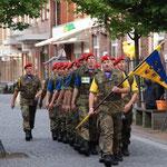 Marschierende Mitlitärgruppe 2012 in der Zevener Fußgängerzone