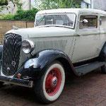 Plymouth PC 2door Sedan / 1933 mit Continental Kit: Der Wagen wurde aus einer Garage in Bissendorf geholt. Der Vorbesitzer hatte den Wagen bereits schweißen und grundieren lassen. Wiederaufbau beendet. Erfolgreich !