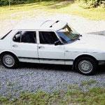 Saab 900 GLi / 1983: Dieses Fahrzeug wurde wieder aufgebaut und neu lackiert. Auch der Motor und das Getriebe sind komplett überholt worden. Bevor der Wagen zu Harry kam lief er bei unserem Stammtischfreund Stefan Hegenbart.